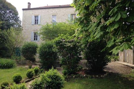 Belle maison calme dans une région merveilleuse - Vélines