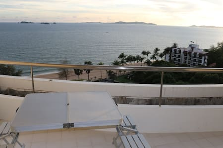 Homey and Cozy Beachfront Apartment at Rayong - Lyxvåning