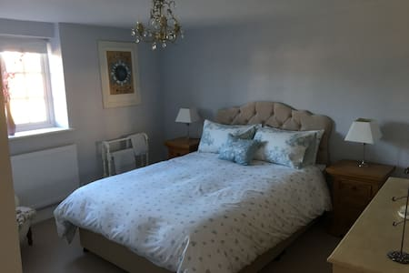 Spacious & cosy double room in 300 yr old cottage - Benson - Wikt i opierunek