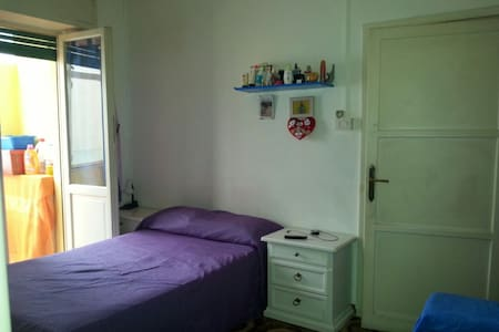 Bright end quiet room, Lively neighbourhood - Roma - Apartment