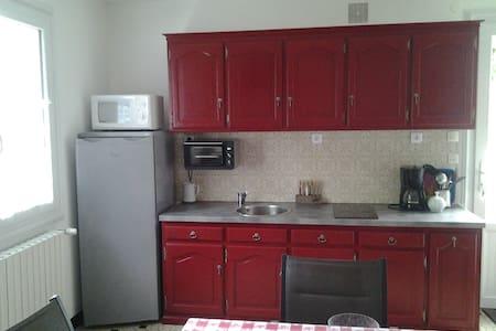 Appartement privé dans maison proche Bressuire - Apartmen