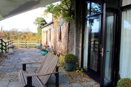 Barn Conversion in the Bath Countryside - Woolverton - House