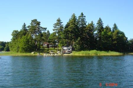 A little cottage by the sea in Stockholmsarchipel. - Blockhütte