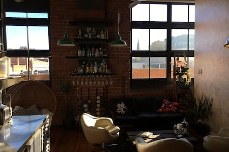 Authentic Northside warehouse apartment - Collingwood - Apartment