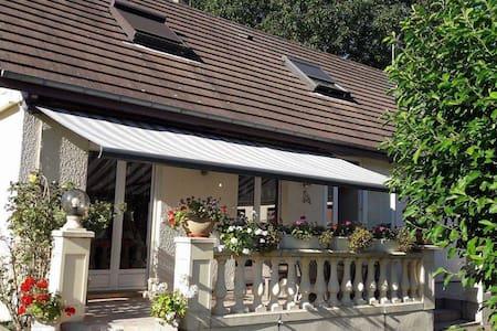Chambres à l'étage privatisé - Bourg-Achard