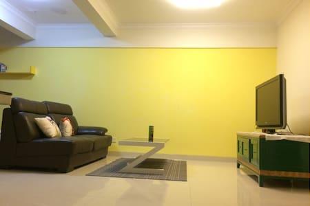 墨菲青年公寓,有故事有温度的家,5分钟走到美国大使馆,附近珠江夜景很棒 - Guangzhou - Apartment