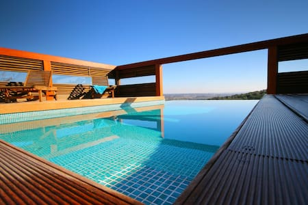 Exclusive Villa, Private Infinity Pool and Jacuzzi - Lagos