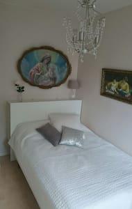 Charming room 15 min fr city center - Apartment