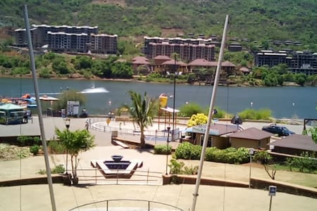 Lavasa - Lake View 2 BHK Fully Furnished Apartment - Lavasa - Lejlighed