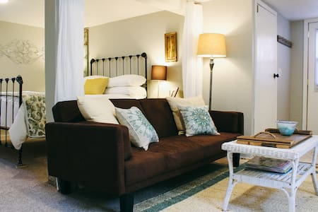 Guest Suite in Historic North End - Tacoma - House