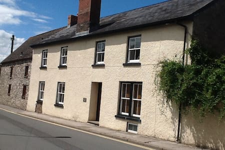 B&B in foothills of Black Mountains - Bed & Breakfast