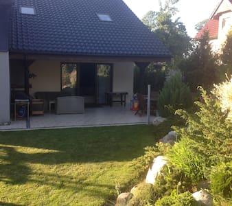 Dom z ogrodem - House