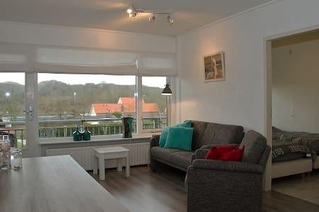 Appartement achter duinen en strand - Lakás