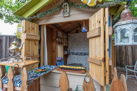 The smallest log cabin in the world - Chalet