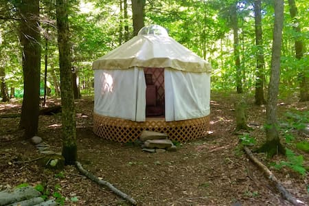 Lakeside Off-Grid Rustic Yurt - Rensselaerville - Jurta