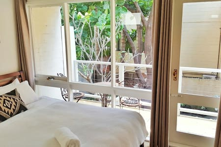 Balcony Room - Fig Tree House - Woolloomooloo