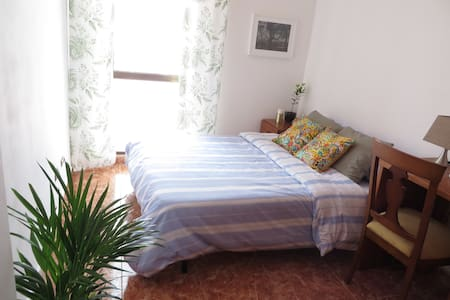 Your Oassis in La Linea - Appartement