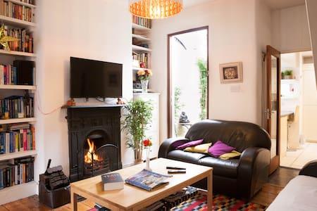 City Centre 19th Cen Artisan House - Dublin - Hus