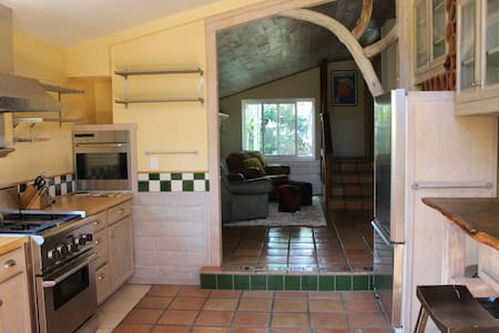 New Listing!! Fully equipped chef's kitchen - Ojai - Bungalow