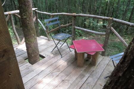 Cabane perchée en plein coeur d'une forêt. - Saint-Front-sur-Nizonne - Treehouse