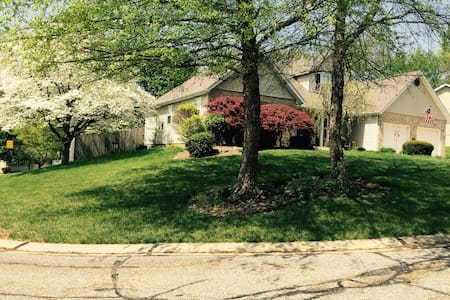 Private 2BR upstairs - Collinsville - Casa