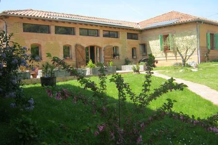 Ferme rénovée calme site imprenable - Montadet - House