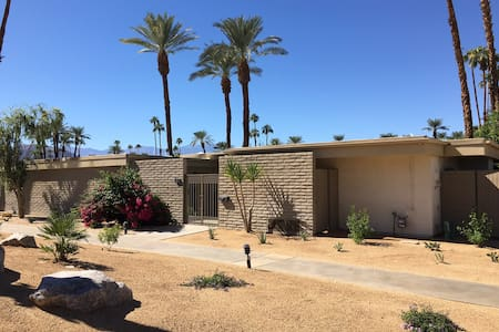 Mid-Century Jewel in Casa Dorado - 印第安维尔斯(Indian Wells)