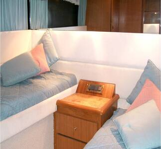 Cabin A on a docked yacht - center of Portoheli - Porto Cheli