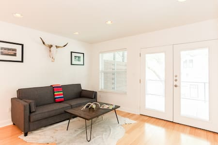 PRIME walking distance from ACL, shopping, bars! - Austin - Apartment