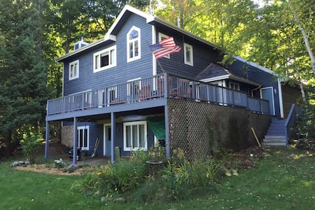 PETOSKEY large home w lake view - Petoskey - Rumah