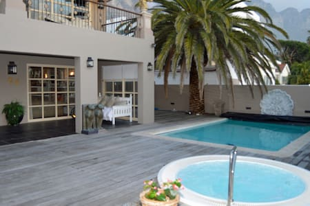 Gorgeous Large Cosy Family Home 5min walk to Beach - Cape Town - Villa