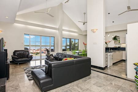 An Oasis in the City - Darwin Holiday Apartments - Huoneisto