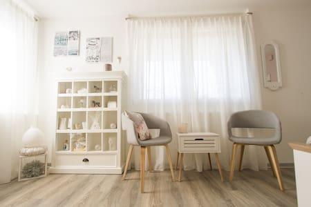 Neues Studio in gepflegtem Einfamilienhaus. - Langnau im Emmental - Appartement