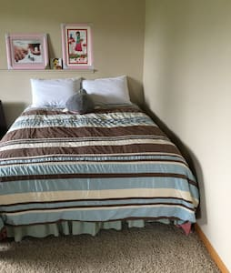 One queen size bedroom at basement - Radhus
