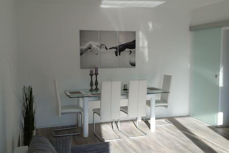Helle und moderne Wohnung mit Wlan Vollausstattung - Duisburg