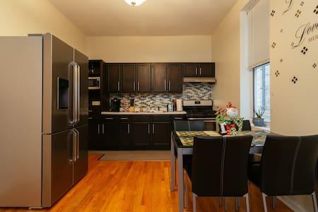 1st Floor 2 Bd Apt in Bridgeport - Chicago - Apartment