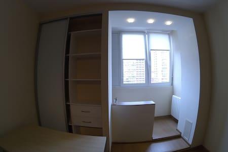 Уютная и вместительная студия рядом с метро - Sankt-Peterburg - Wohnung