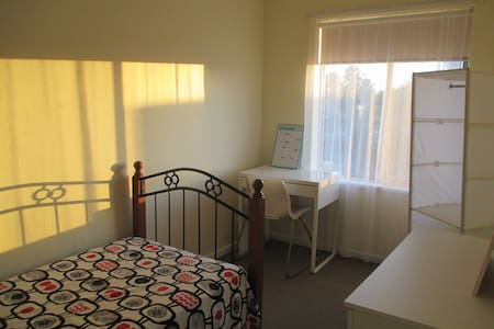 Sunny comfy room + good location - Apartamento