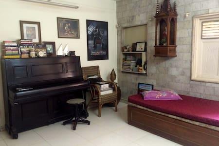 Comfy room near Infiniti Mall Malad - Mumbai - Wohnung