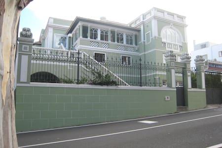 Apartamento con Terraza en Tafira - Pis