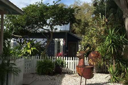 Schooner's Place, heart of downtown Safety Harbor - Safety Harbor - Bungalow