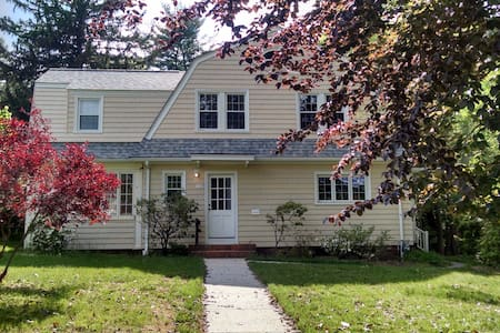 Spacious Home A Stone's Throw from Wesleyan - Middletown