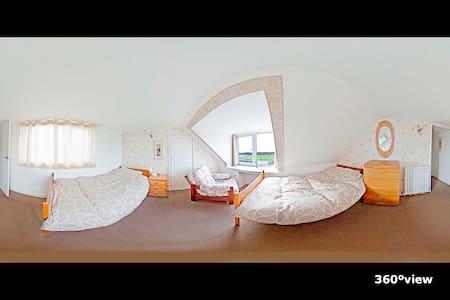 Twin room on FRONT SEA ROW - Dormitorio
