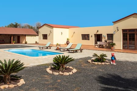 Bonita casa vacacional con piscina - La Fuentita - Villa