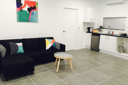 Brand new fully contained apartment - Apartment
