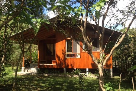 Casita de madera (Two bedrooms)- Mindo - Blockhütte