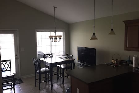 2 bedroom 2 bath home - Lexington - Maison