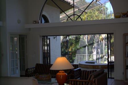 Marco Island Villa, water liviing - Rumah