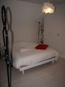 chambre tout confort dans maison particulière - House