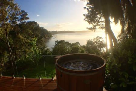 Spa & amazing view! Titirangi, Auckland - Rumah